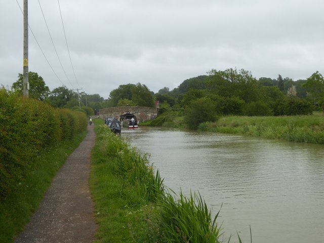 Canal west of the Barge Inn, Seend Cleeve