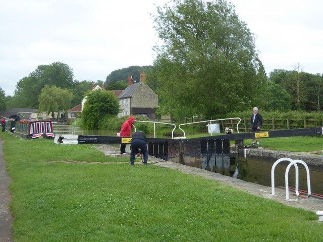 Lock at Barge Inn, Seend Cleeve