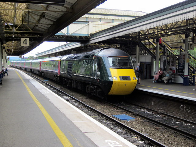 GWR HST 125 Approaching Platform 5 Exeter St Davids.
