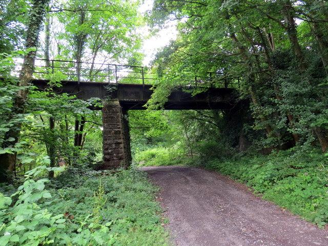 Pont hen reilffordd / Former railway bridge