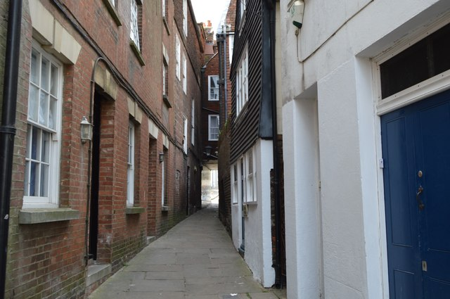 Alley to High St