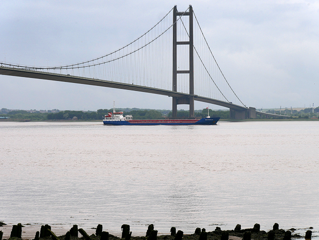 Eems Traveller Under the Humber Bridge