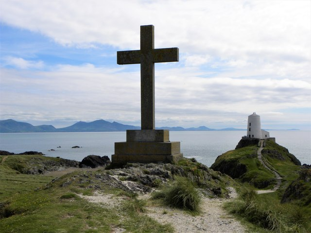 Cross and former lighthouse on Ynys Llanddwyn