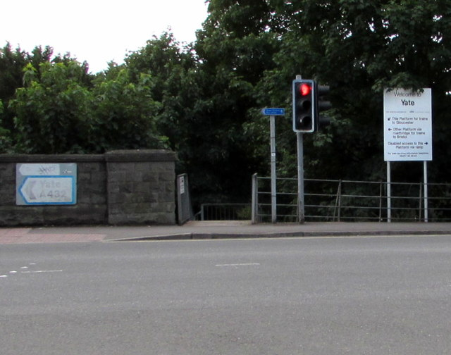 Station Road entrance to Yate railway station platform 1