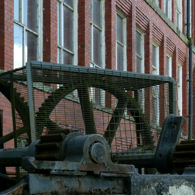 Gear and mill