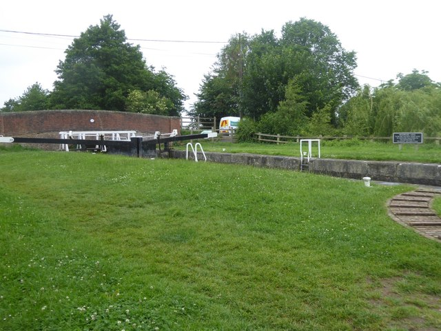 Moonrake Lock on Kennet and Avon canal