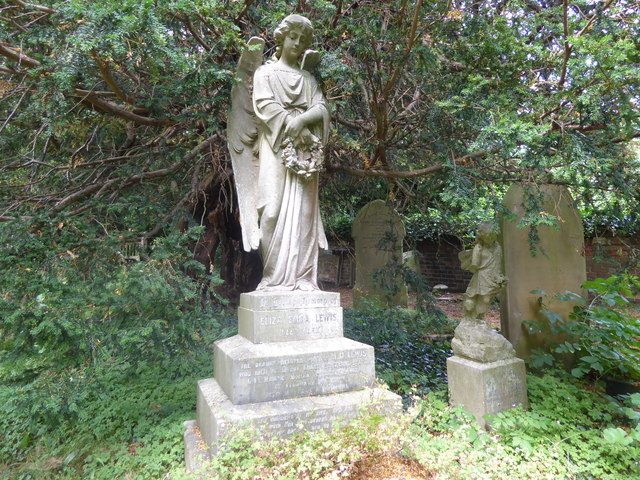 Monument in St Peter and St Paul Churchyard, Shorne