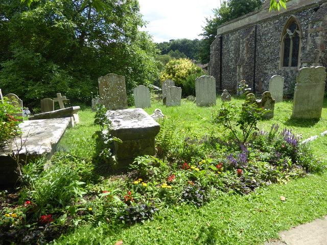 A Kent churchyard in summer