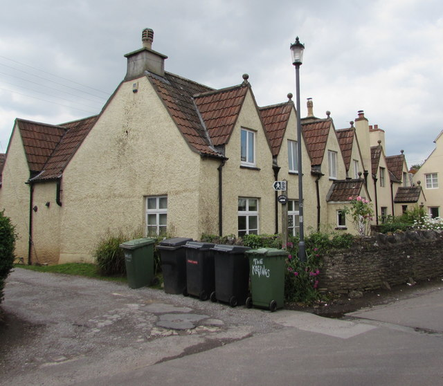 Row of cottages, High Street, Iron Acton