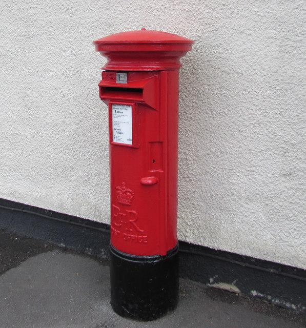Queen Elizabeth II pillarbox, Latteridge Road, Iron Acton