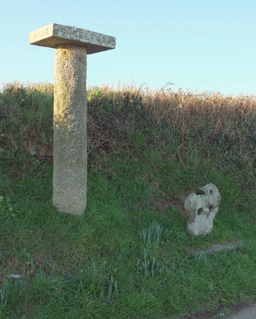 Guidepost and cross by the B3266