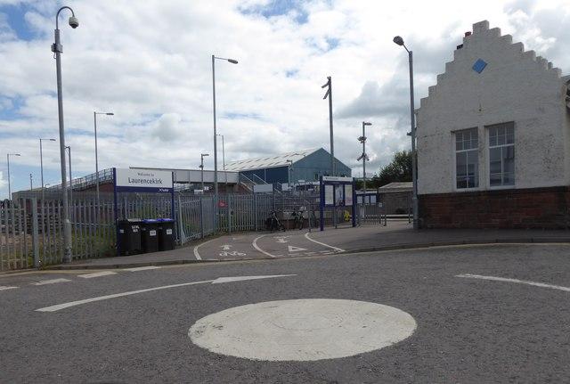 Footbridge over railway at Laurencekirk station