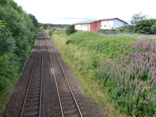Rail track south from Blackiemuir Avenue bridge