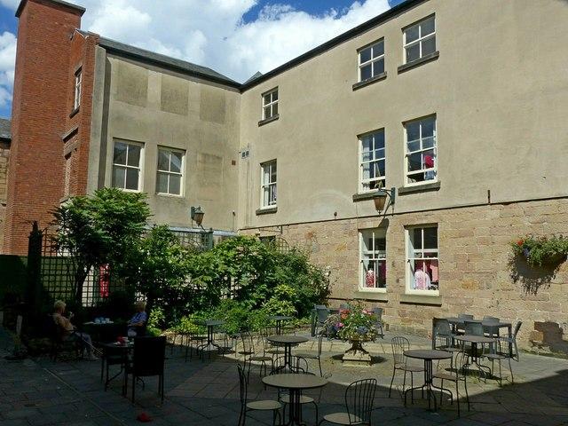 De Bradelei House, the courtyard