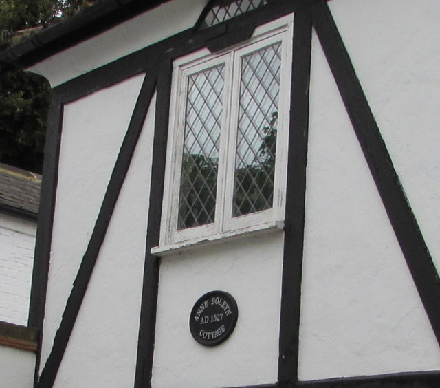 Anne Boleyn Cottage AD1527 nameplate, Hampton Court Road, East Molesey