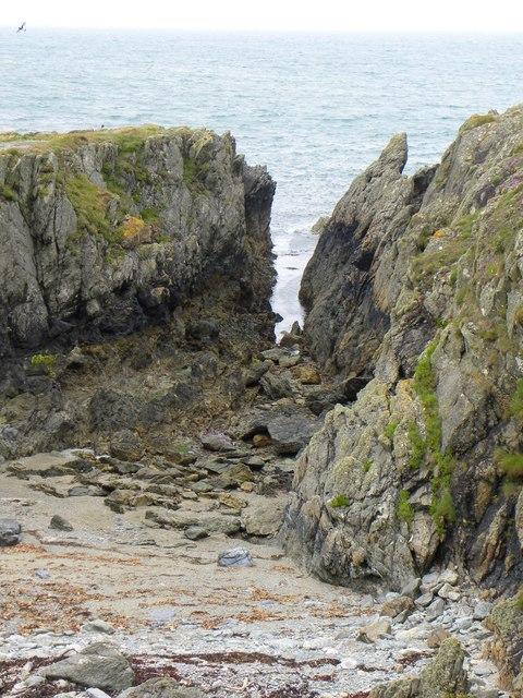 Narrow inlet at Trwyn y Wylan