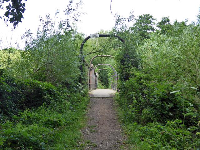 Footbridge on footpath to Horton
