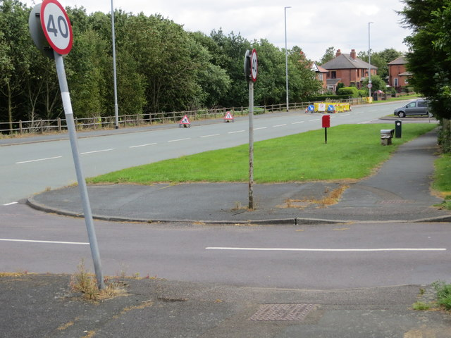 Bradford Road (B6135) entering Drighlington