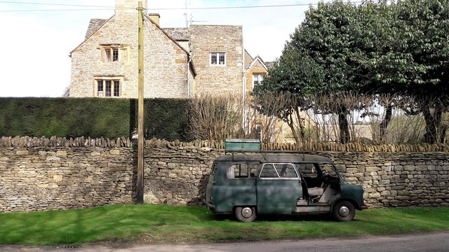 Bedford minibus outside Ibstock Close, Little Tew