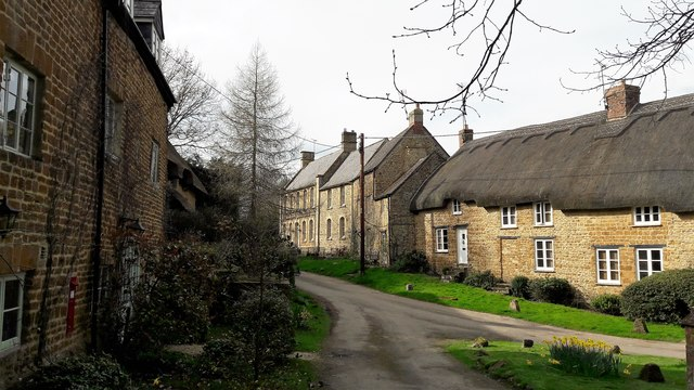 Cottages around the well head, Ledwell