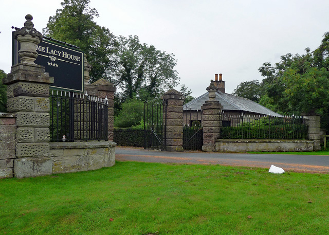 Lodge and gates, Holme Lacy