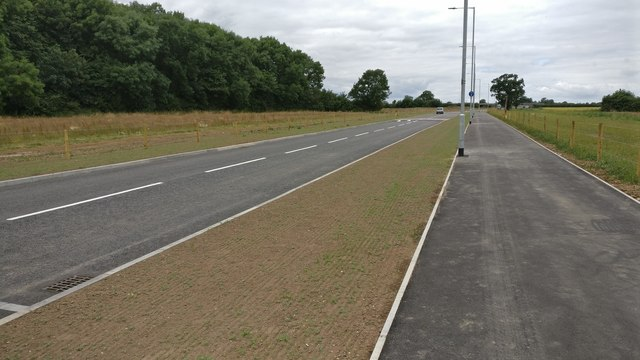 New road and cyclepath near Leicester Forest East