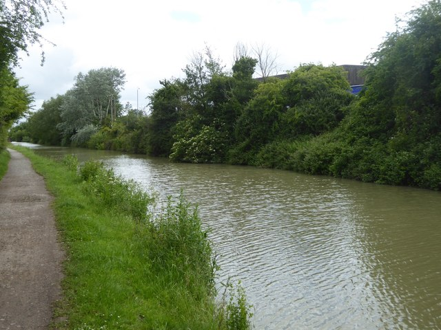 Canal passing factories, Hilperton