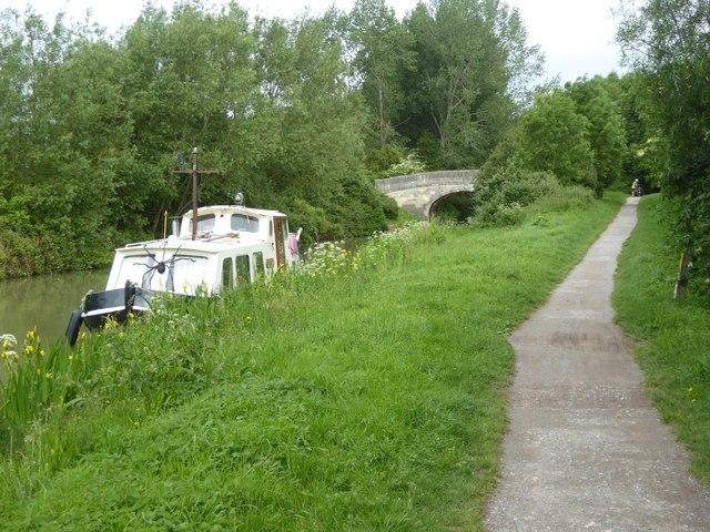 Footbridge (Ladydown Bridge) over canal, Widbrook Wood