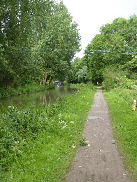 Towpath of Kennet and Avon Canal