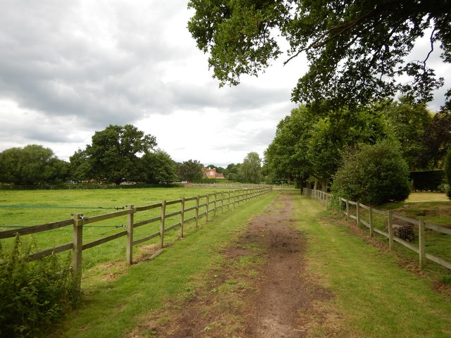 Footpath towards Chobham Park Farm