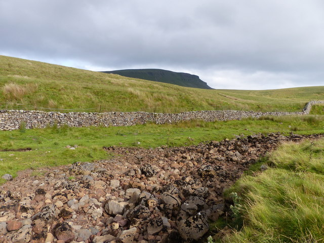 Dry Valley of Hull Pot Beck and Pen-y-ghent