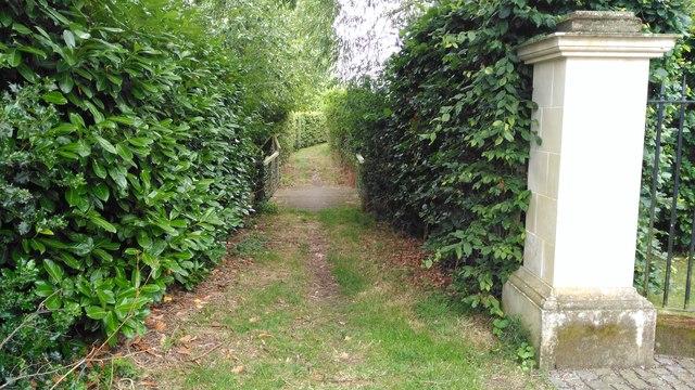 Footpath behind the Royal Oak at Stambridge