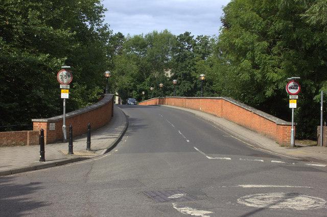 Leatherhead bridge from the east side