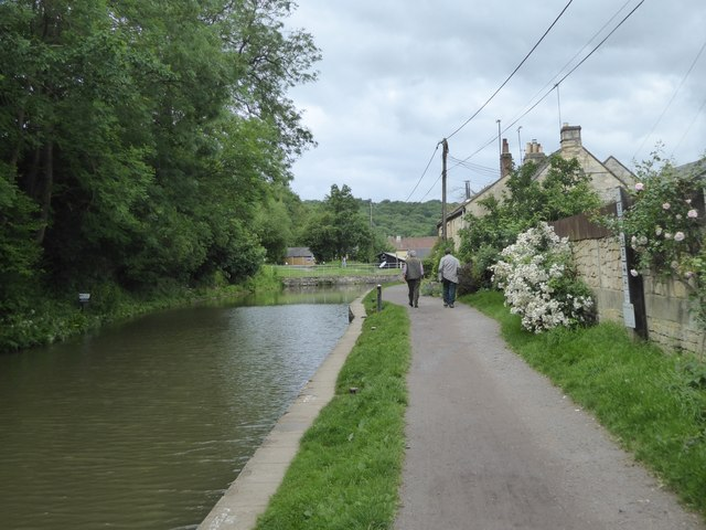 Kennet and Avon canal approaching Avoncliff