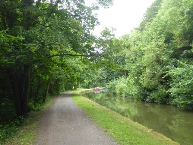 Bend in canal opposite Limpley Stoke
