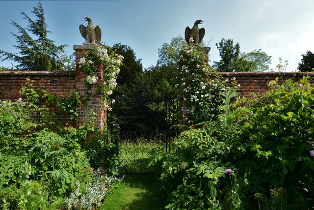 Helmingham Hall: The entrance to the Colour Themed Border