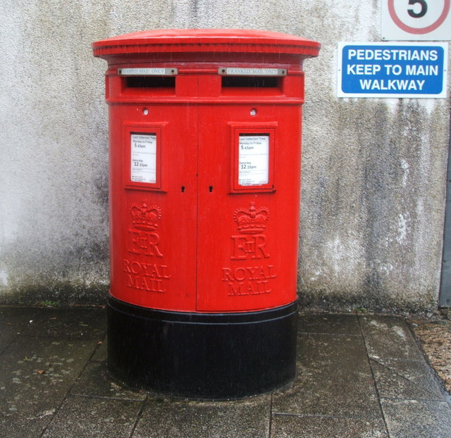 Double aperture Elizabeth II postbox near Redruth Railway Station
