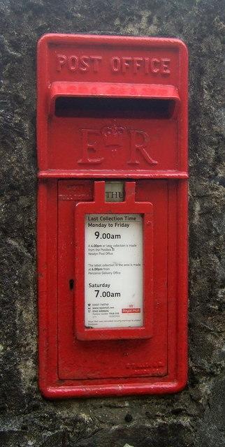 Elizabeth II postbox on Chywoone Hill, Newlyn