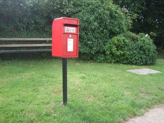 Elizabeth II postbox on Lands End Road, St Buryan