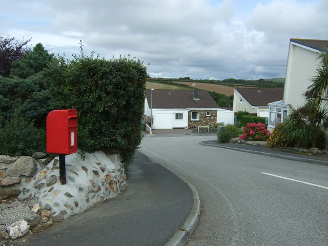 Elizabeth II postbox on Mellanear Road, Hayle