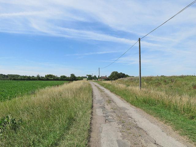 The road to Dernford Farm