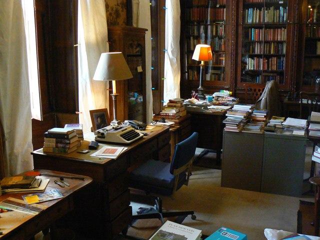 Library, Plas Newydd (2)
