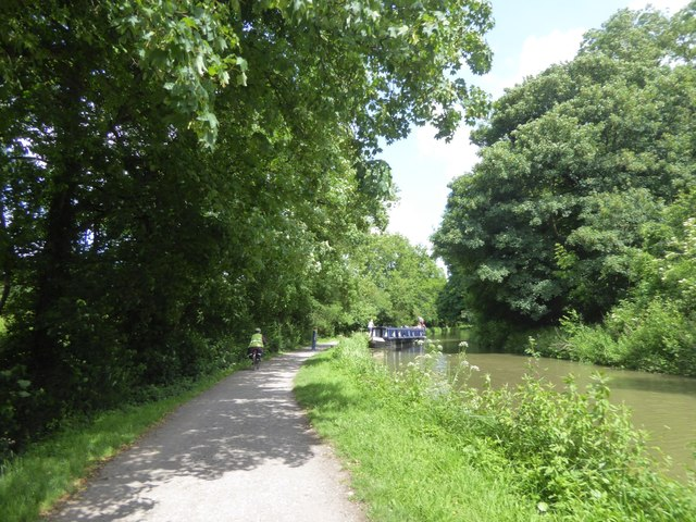 Canal towpath west of Bradford-on-Avon