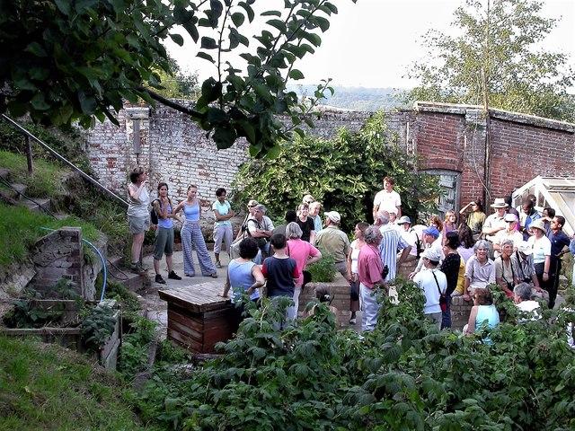 Friends of the Pestalozzi Estate in the old walled garden