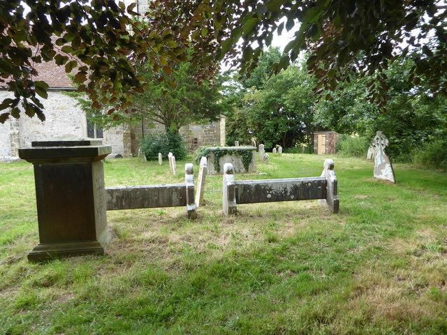 St Oswald, Hooe: churchyard (d)