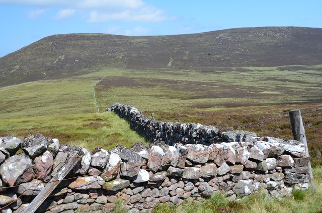 Wall corner on West Cairn Hill