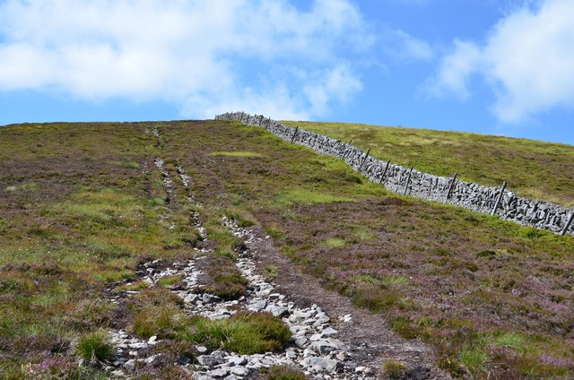 Nearing the summit, West Cairn Hill