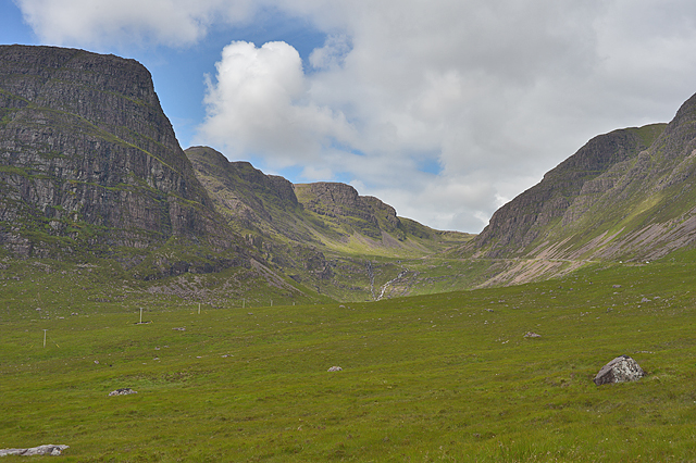 Looking up into Coire na Bà