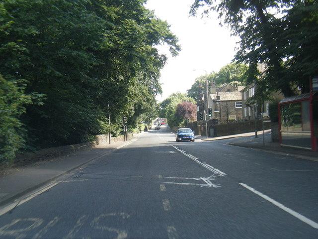 A629 Ovenden Road nears Grove Avenue