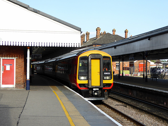 An Exeter bound train at Salisbury
